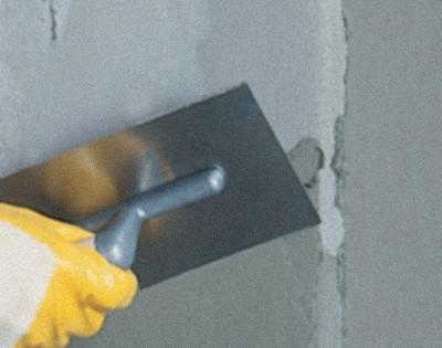 Postup při obnově narušené zdegradované vnější vrstvy betonu